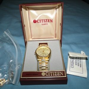 Gold watch  / Stainless steel  / great condition